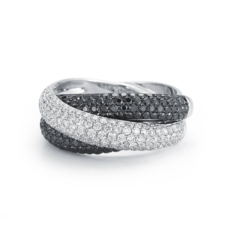 Black and White Diamonds Crisscross