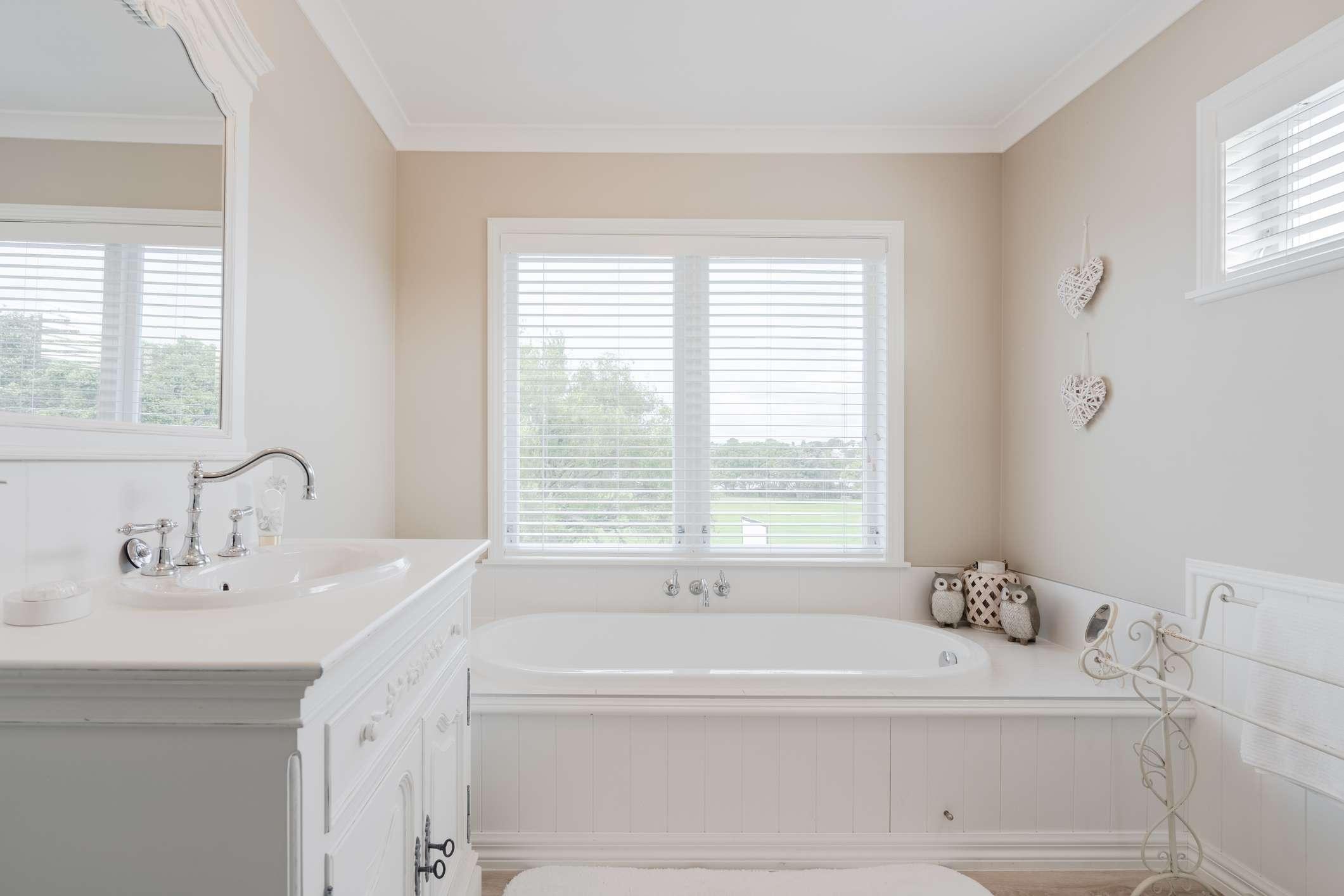 Drop-in style bathtub