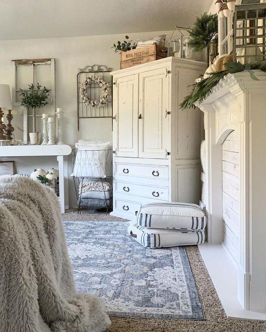 Sala de estar blanca y elegante