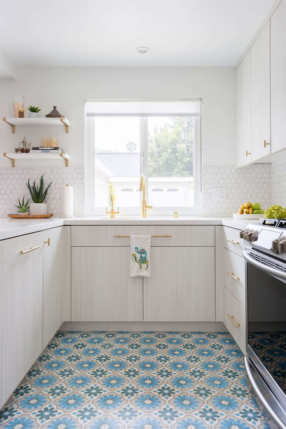 12 Moroccan Tile Ideas For Floors and Backsplashes