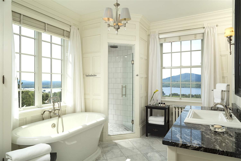 White, luxury bathroom