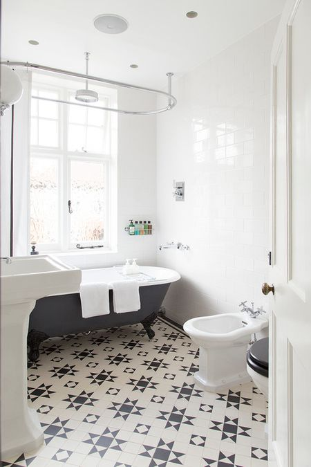 Admirable 15 Bathrooms With Amazing Tile Flooring Home Interior And Landscaping Ferensignezvosmurscom