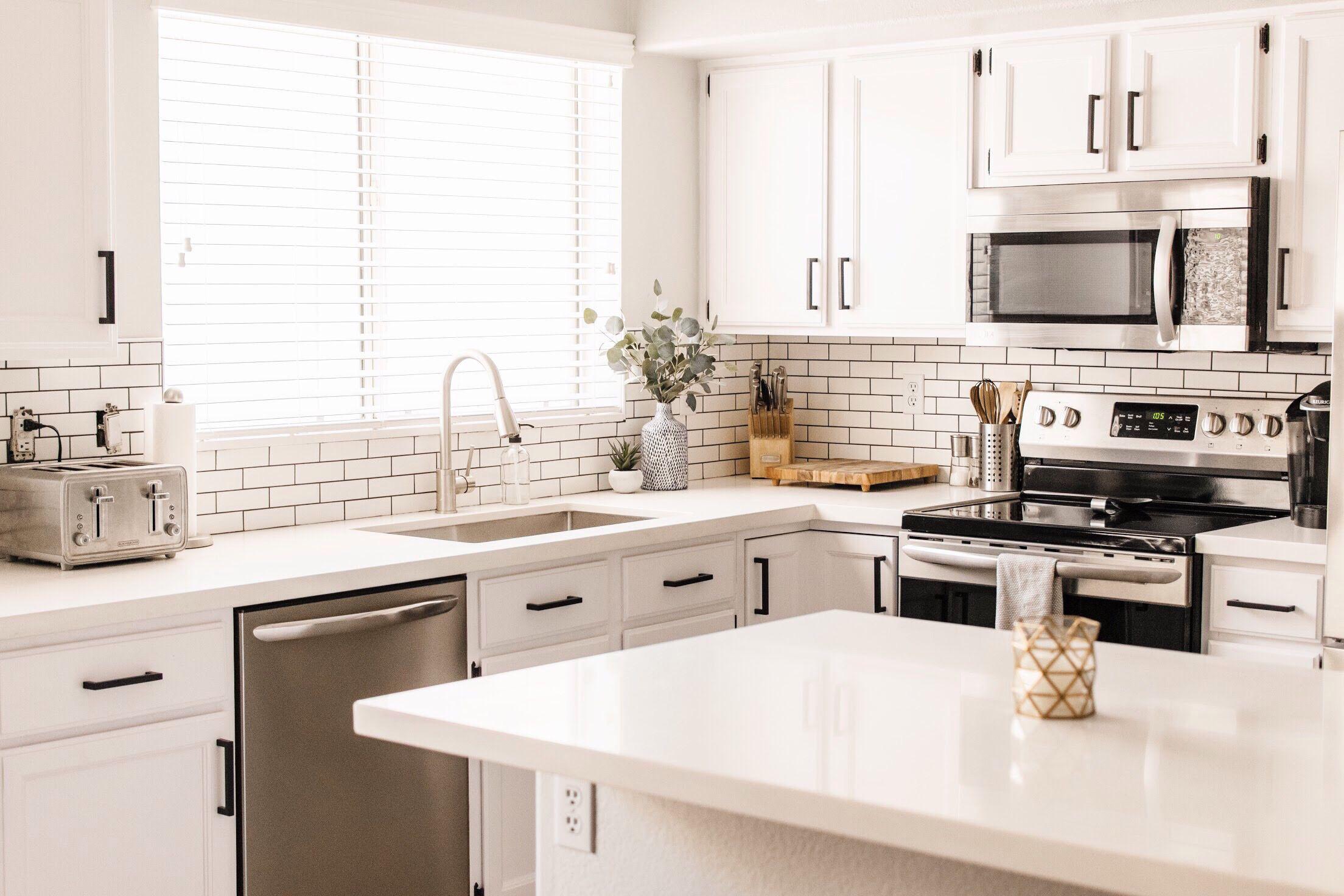 15 Modern White Kitchens