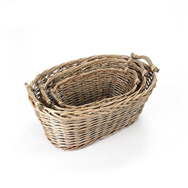 Cestas de mimbre dentro de las cestas