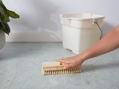 Cleaning linoleum floor