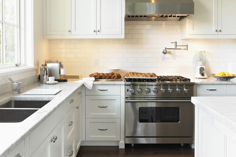 Exploring the Pros and Cons of Wall Ovens vs. Ranges