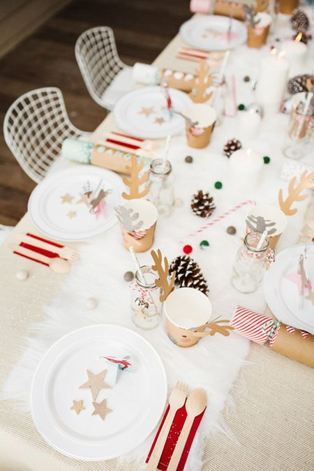 Pleasant 22 Pretty Christmas Table Decorations And Settings Interior Design Ideas Pimpapslepicentreinfo