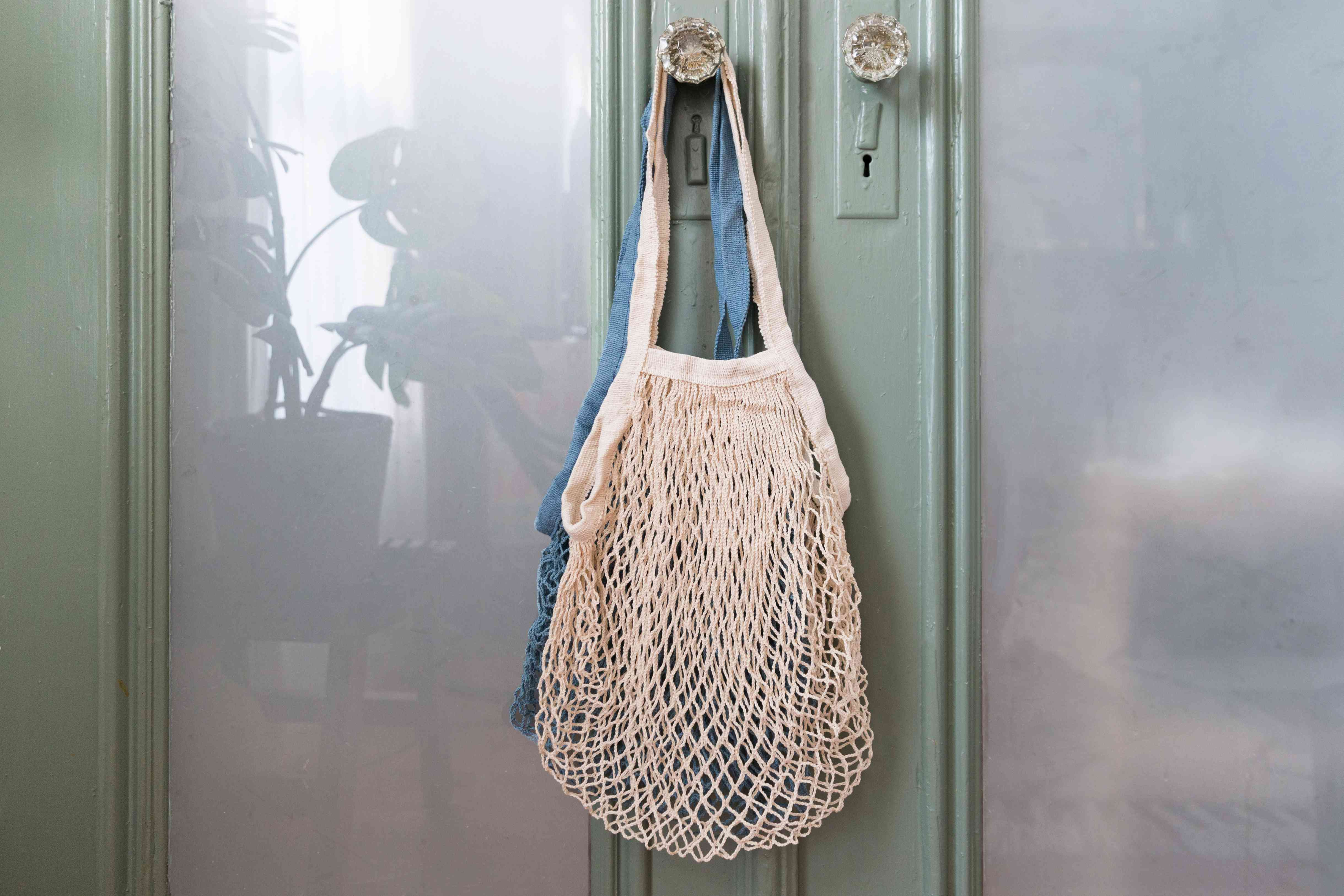 leaving reusable shopping bags on the door handle