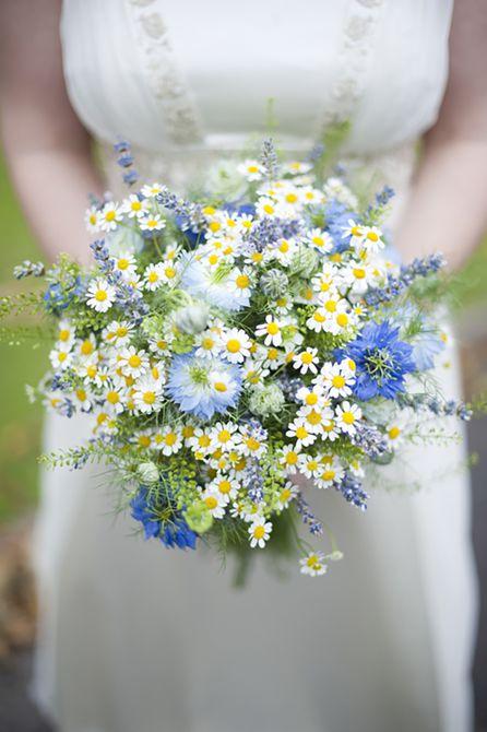 Bouquet de bodas de verano Feverfew