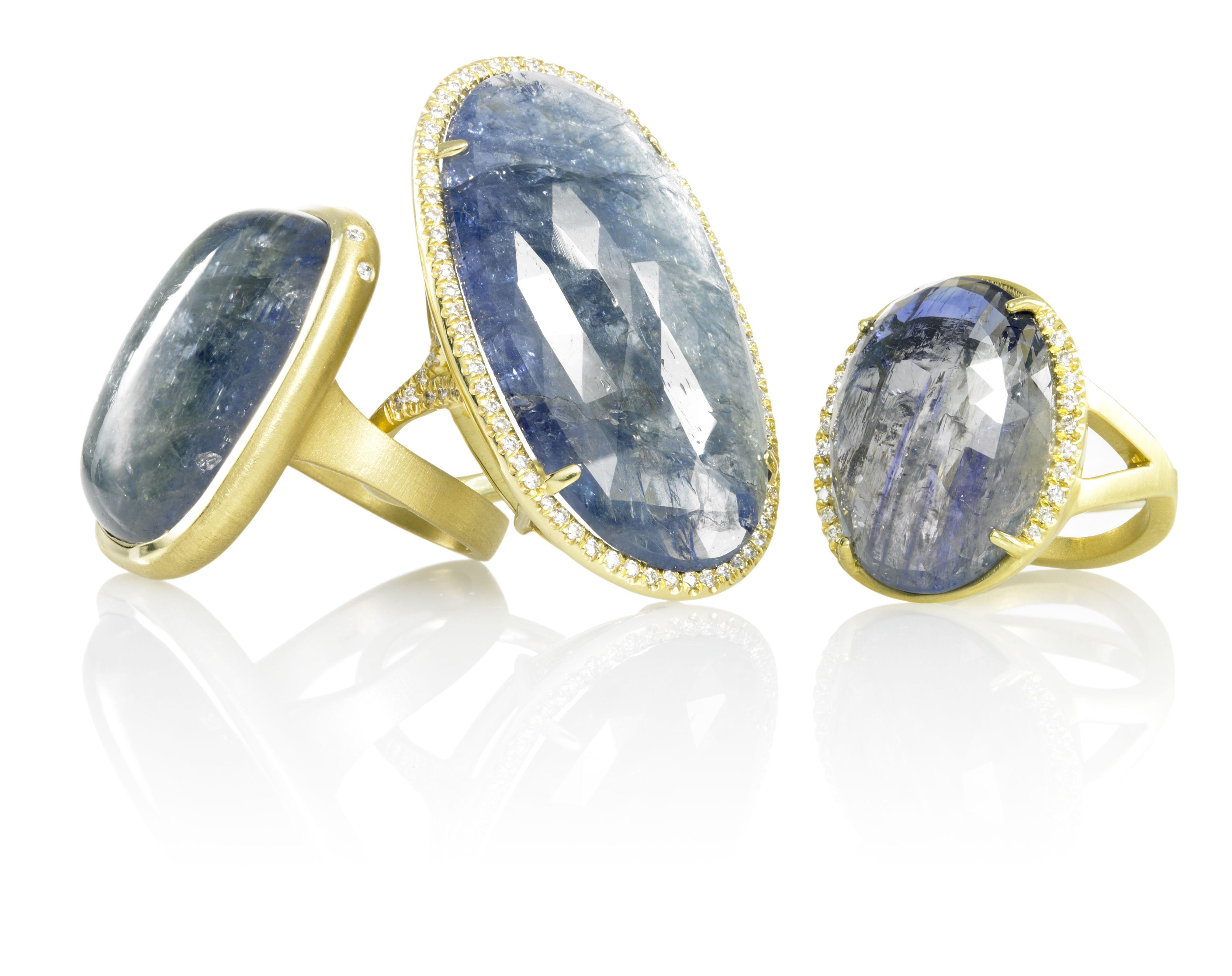 Anillo de compromiso Roberto Coin en oro blanco de 18 quilates con topacio azul y diamantes blancos .