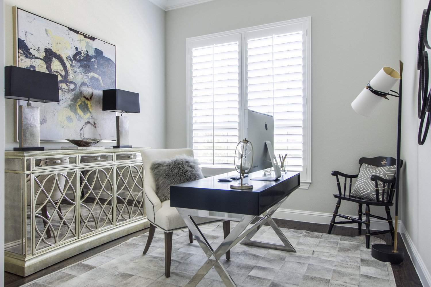 19 Ways To Decorate With Mirrored Furniture
