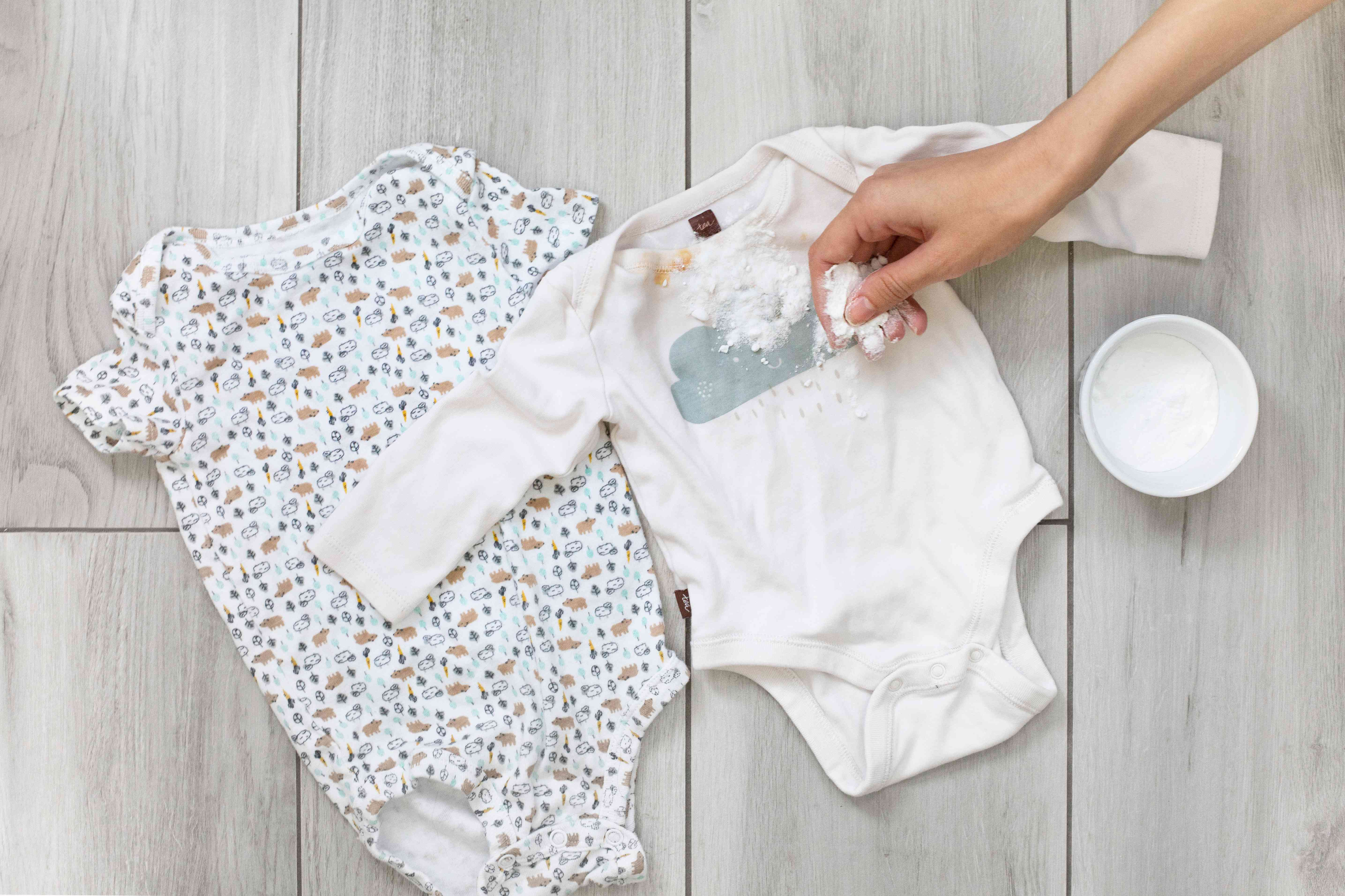 baking soda used to remove vomit stains