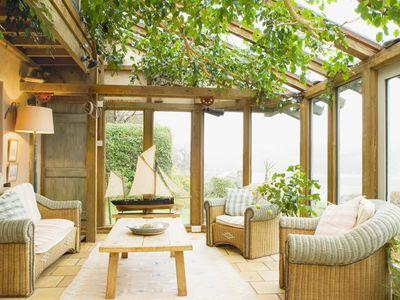 Oak sunroom with ivy