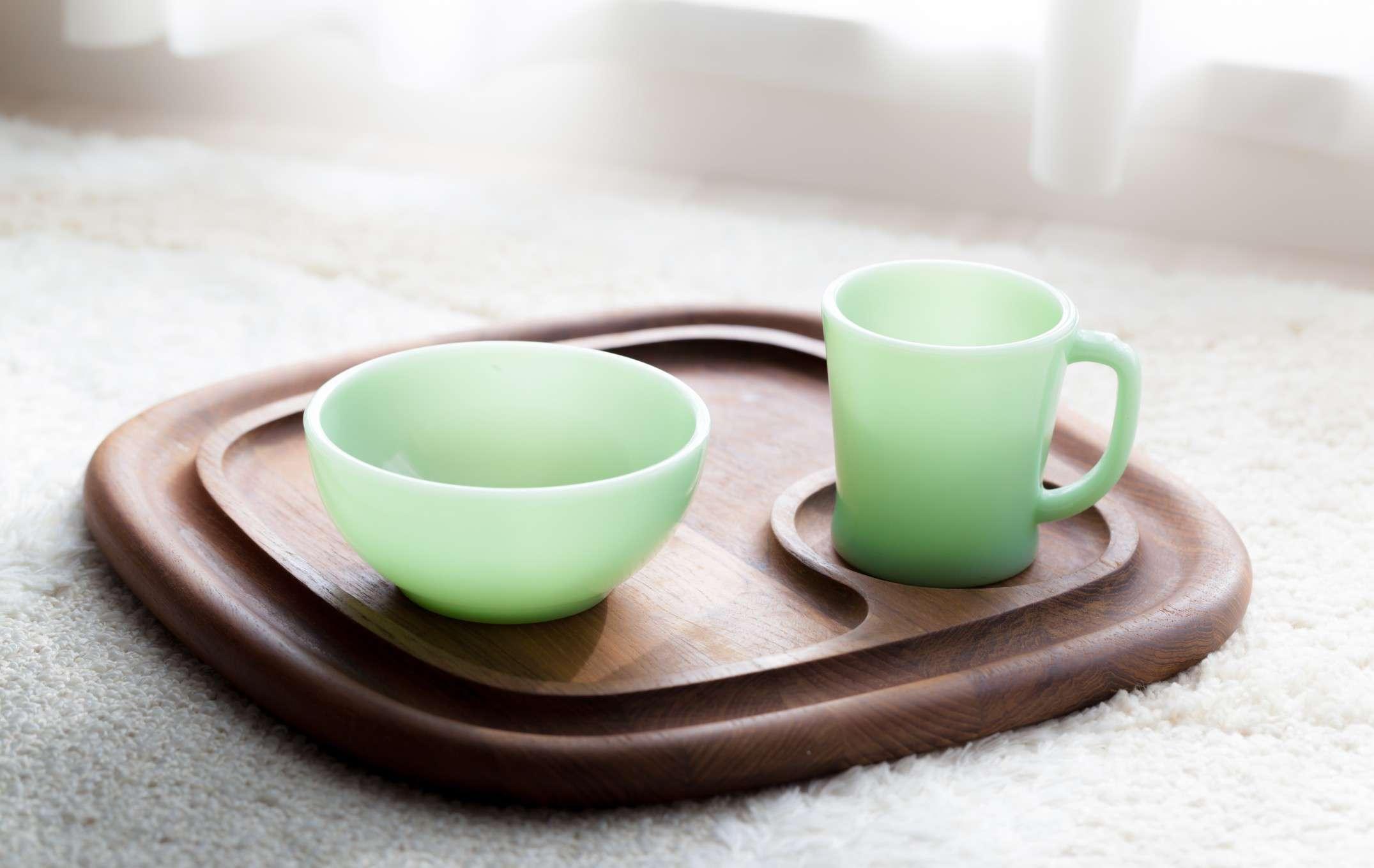 milk glass bowl and mug