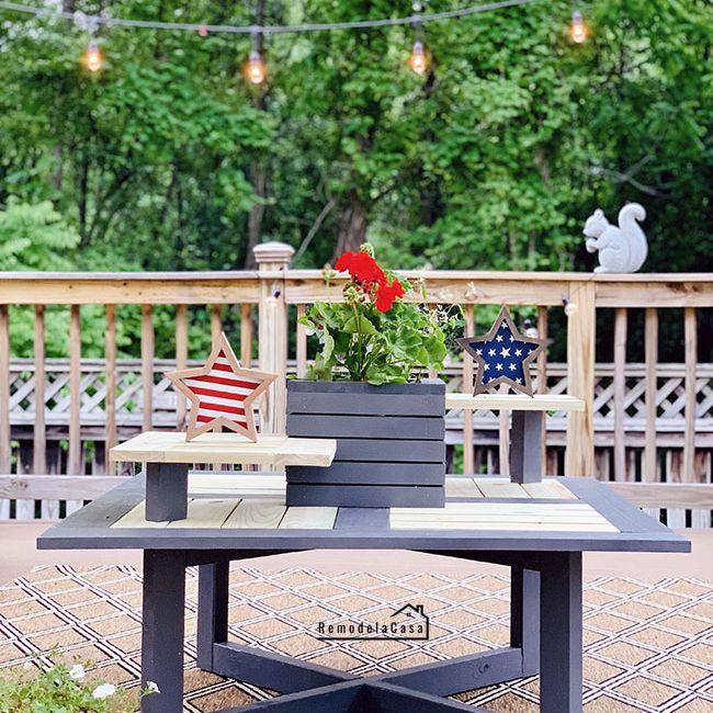 Una mesa de café al aire libre