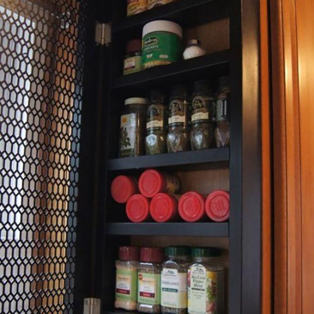 DIY organized spice rack