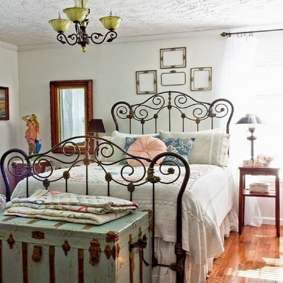 Tips And Ideas For Decorating A Bedroom In Vintage Style