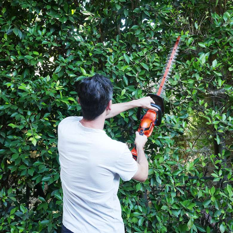 Black & Decker 40V MAX* Lithium 24 in. Hedge Trimmer