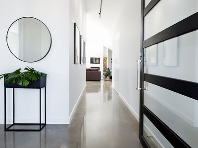 The Unsung Heroes Of Home Decor Here S How To Decorate With Mirrors