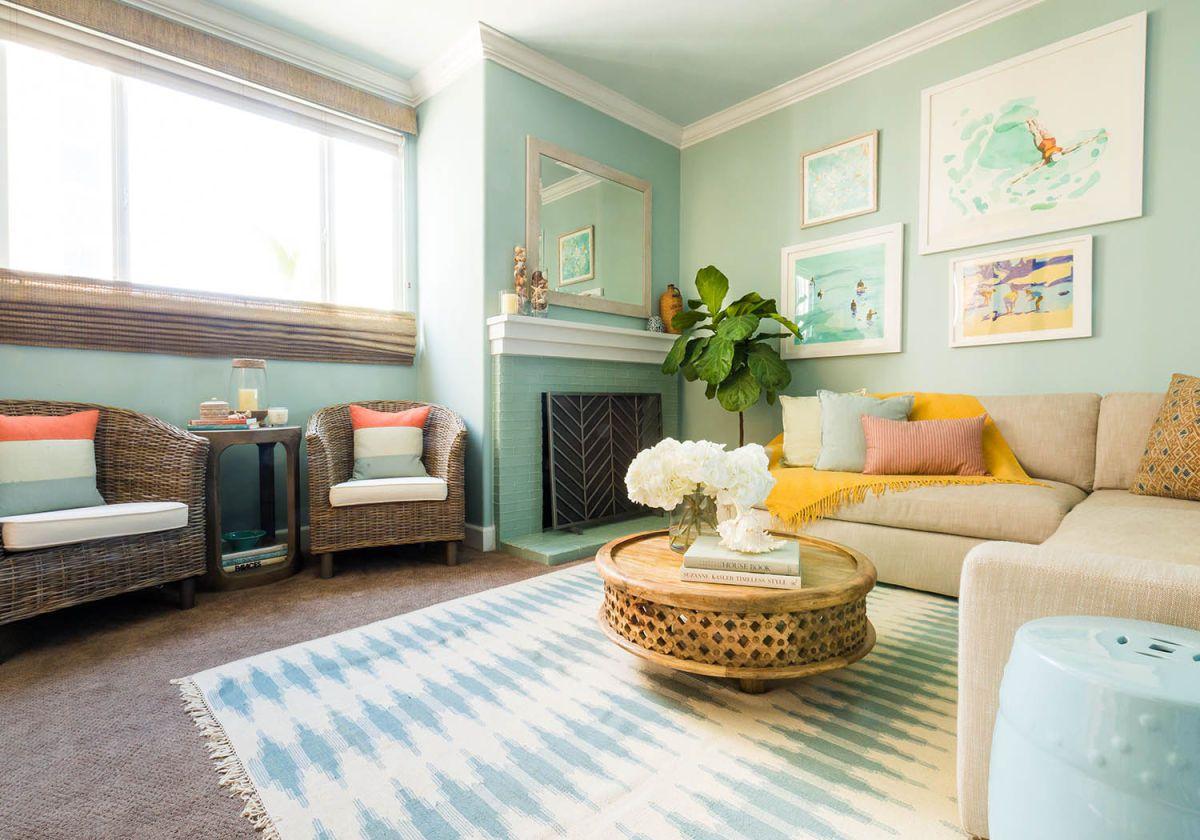 sala de estar costera inspirada en shabby chic