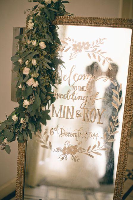letrero de boda hecho de espejo