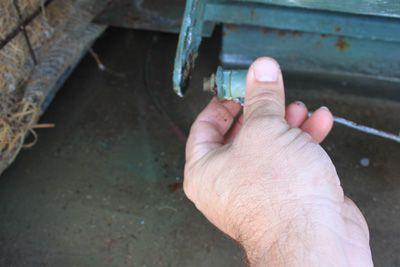 Extracción de la válvula de flotador del enfriador de pantano