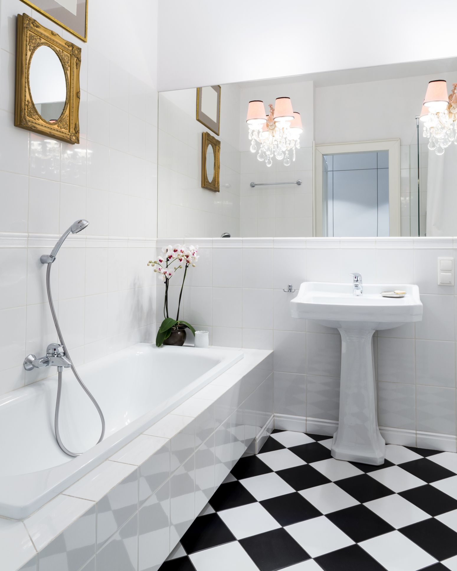 Bathroom: Considerations For Linoleum Flooring In Bathrooms