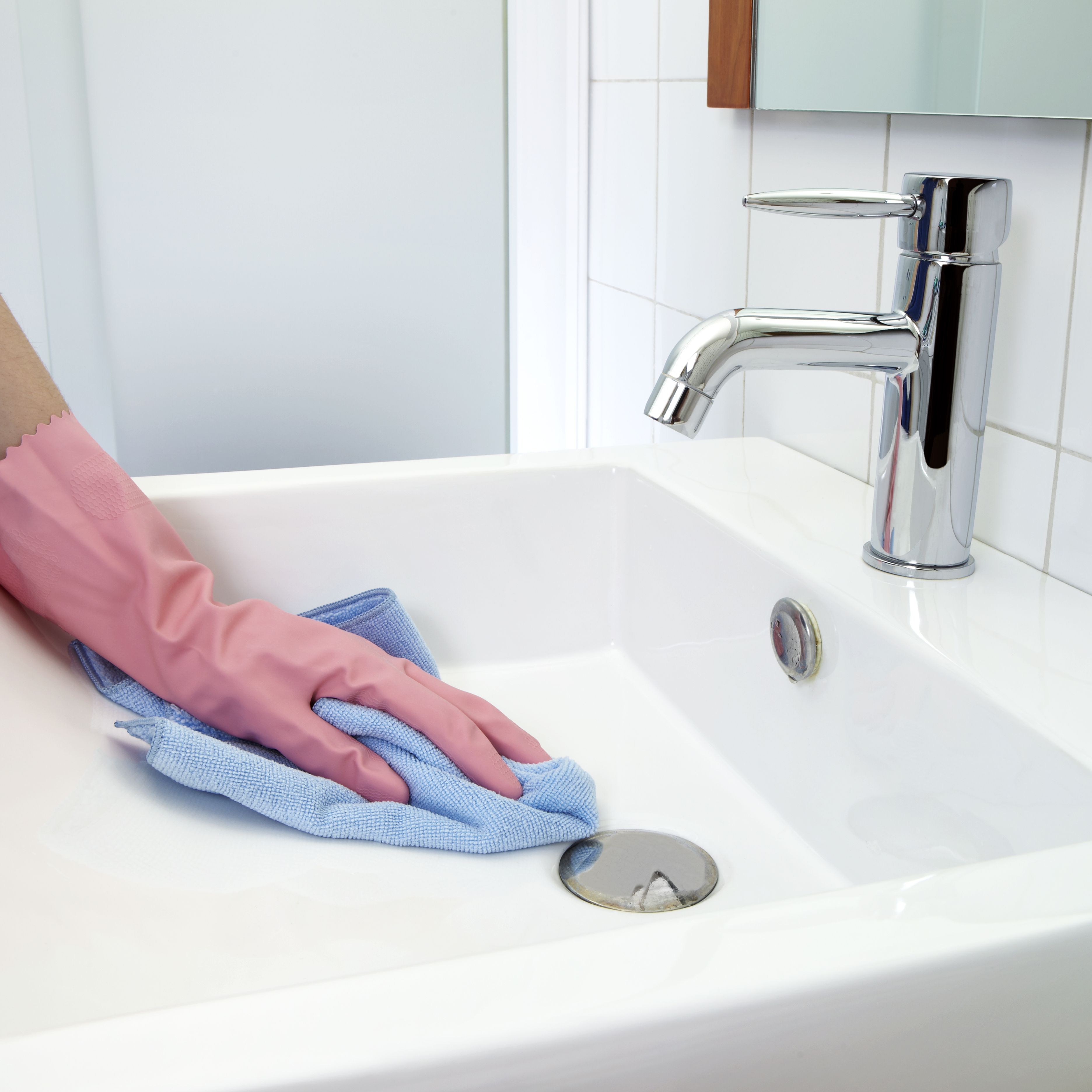 How to Remove Rust Stains From Toilets, Tubs, and Sinks