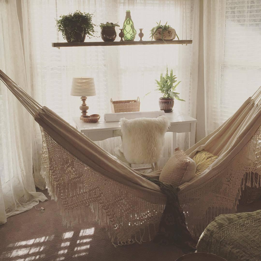Boho-scandi-inspired-living-room-white-hammock