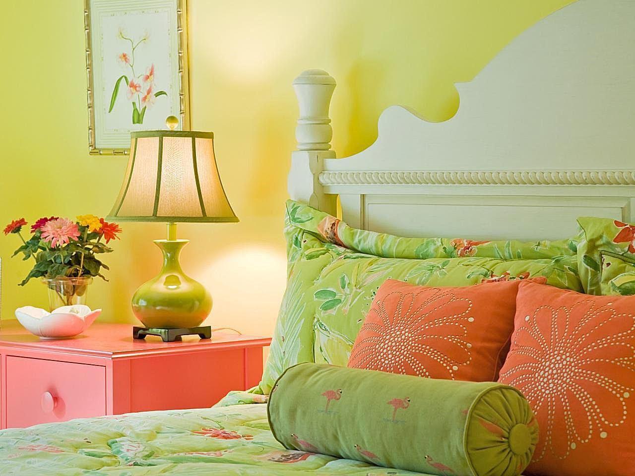 Coral-And-Green-Bedroom
