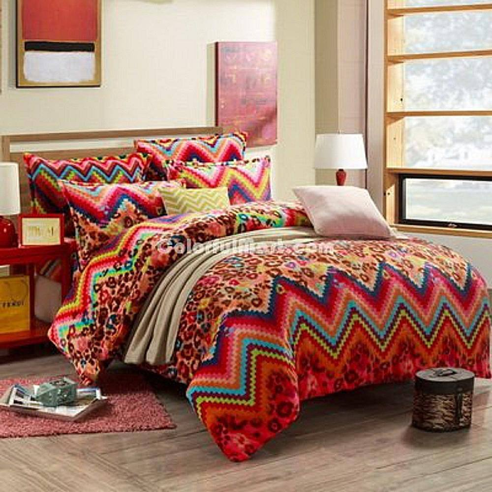 La ropa de cama súper colorida es una excelente manera de darle vida a una habitación