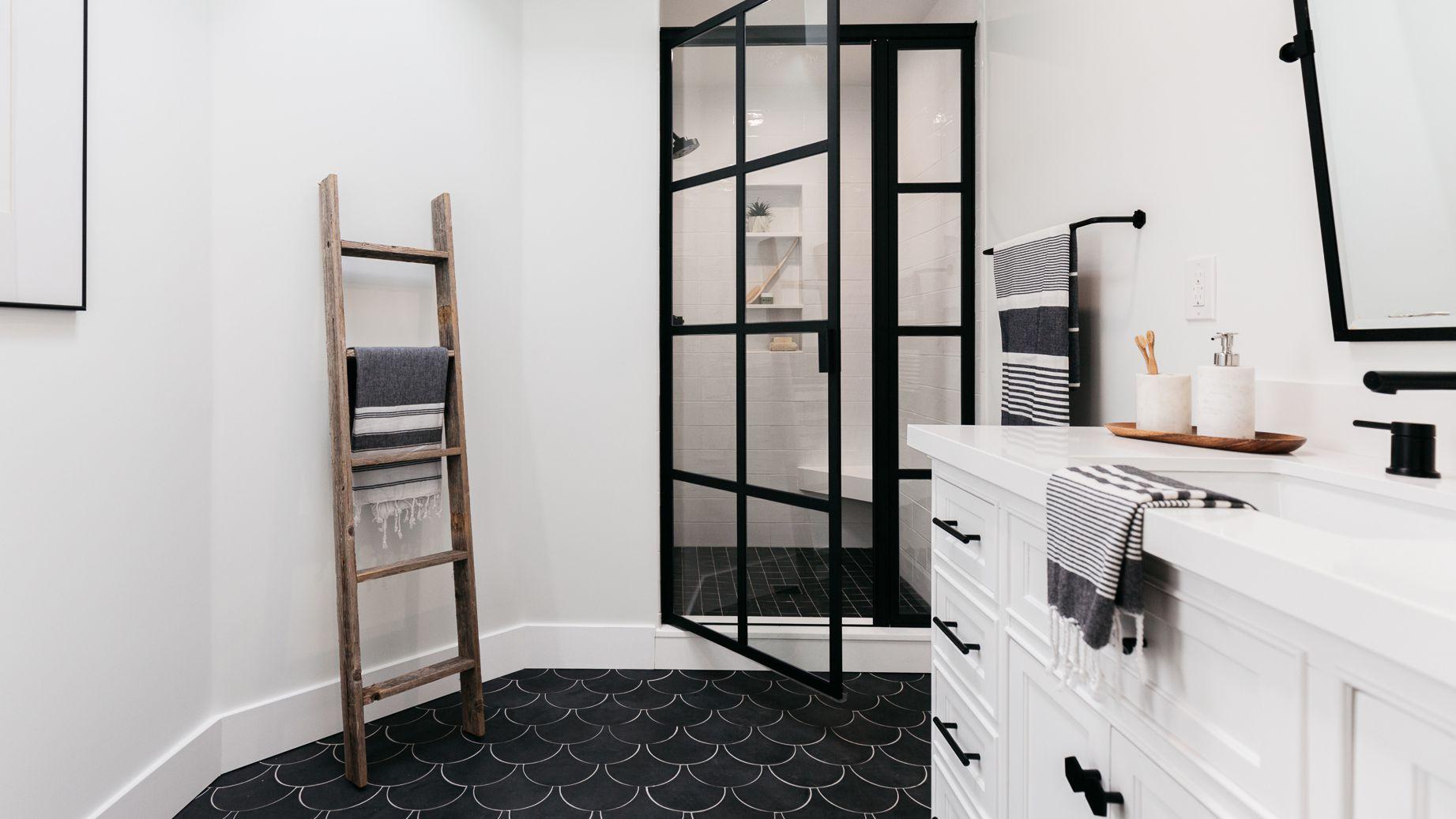 19 Inspirational Black And White Bathrooms, Black And White Bathroom Set