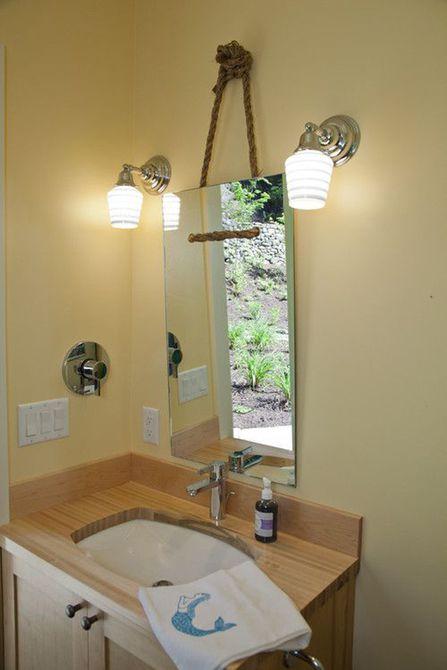 Baño con espejo de bricolaje