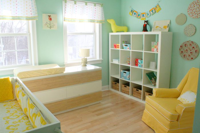 Gender-neutral, aqua and yellow nursery