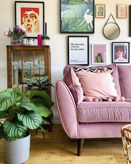 Sala de estar con alfombra de cebra sintética