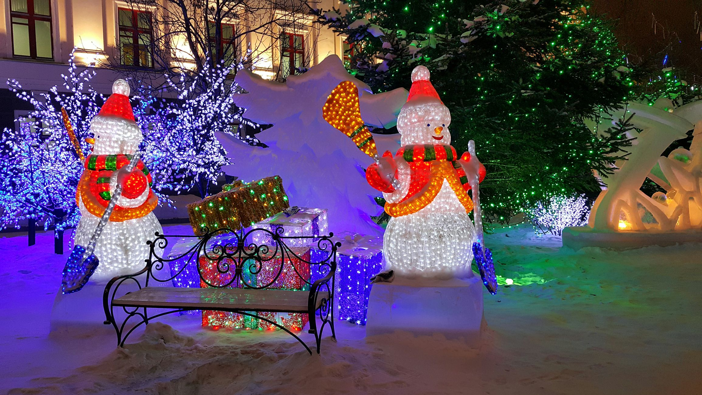25 outdoor christmas decoration ideas in pictures - Santa Train Outdoor Christmas Decoration