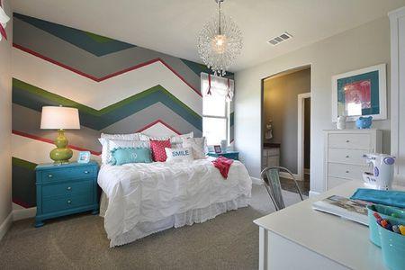 Striped Walls In S Bedroom