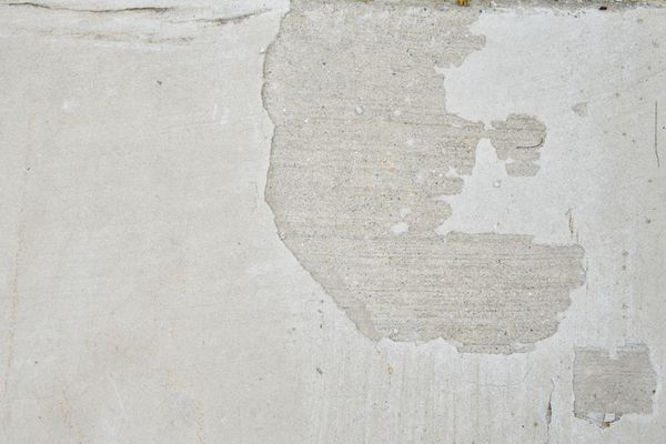 Close up on spalled concrete