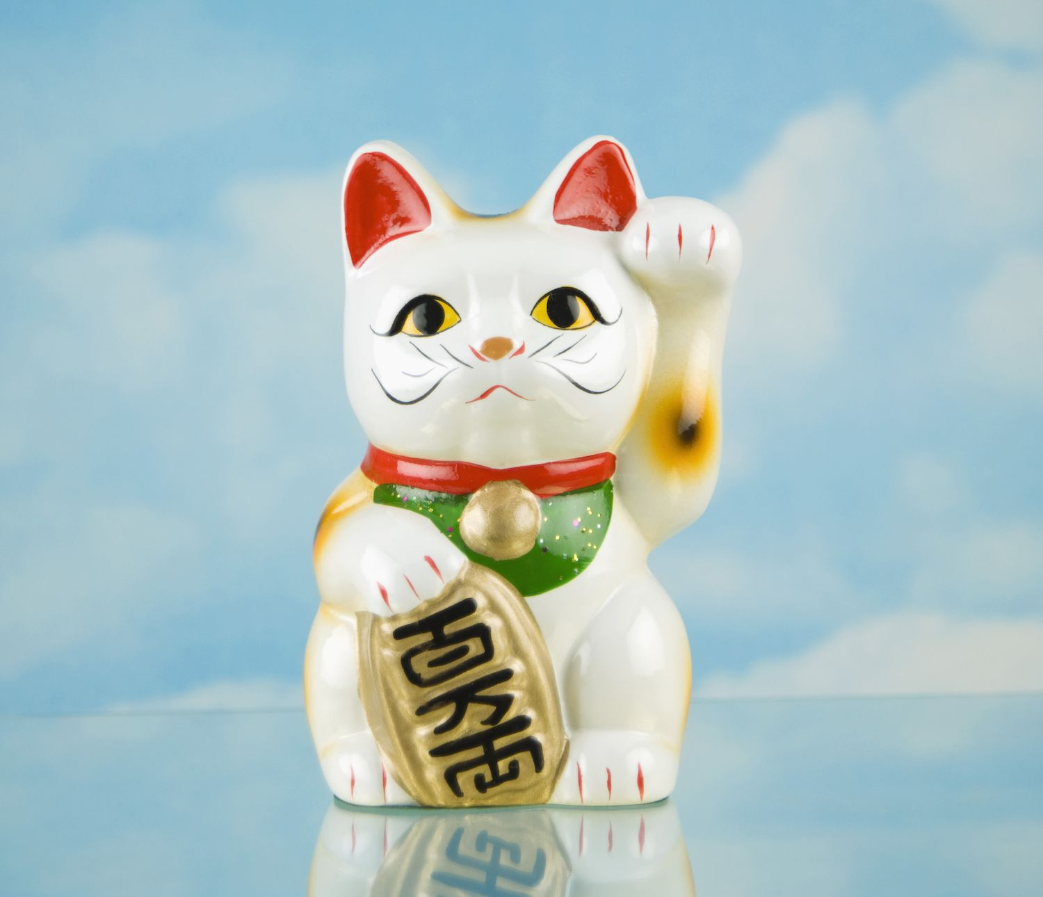 How Do You Use The Lucky Cat In Feng Shui