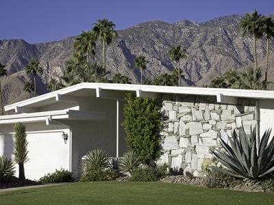 A mid-century modern exterior.