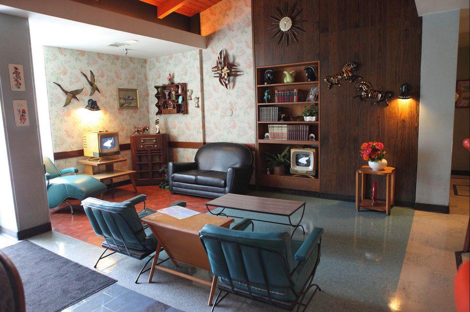 mid century modern living room elements. Black Bedroom Furniture Sets. Home Design Ideas