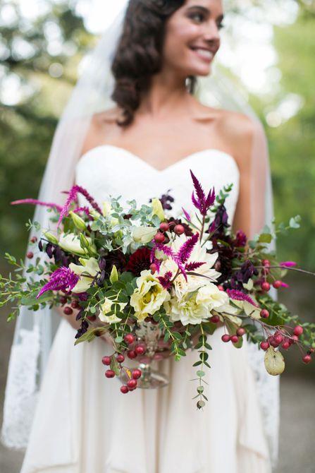 Centro de mesa de boda de otoño de bayas rústicas