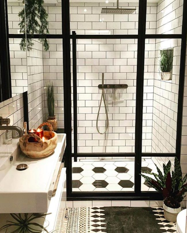 Black And White Bathroom Tiles In A Small Bathroom.Stunning Tile Ideas For Small Bathrooms