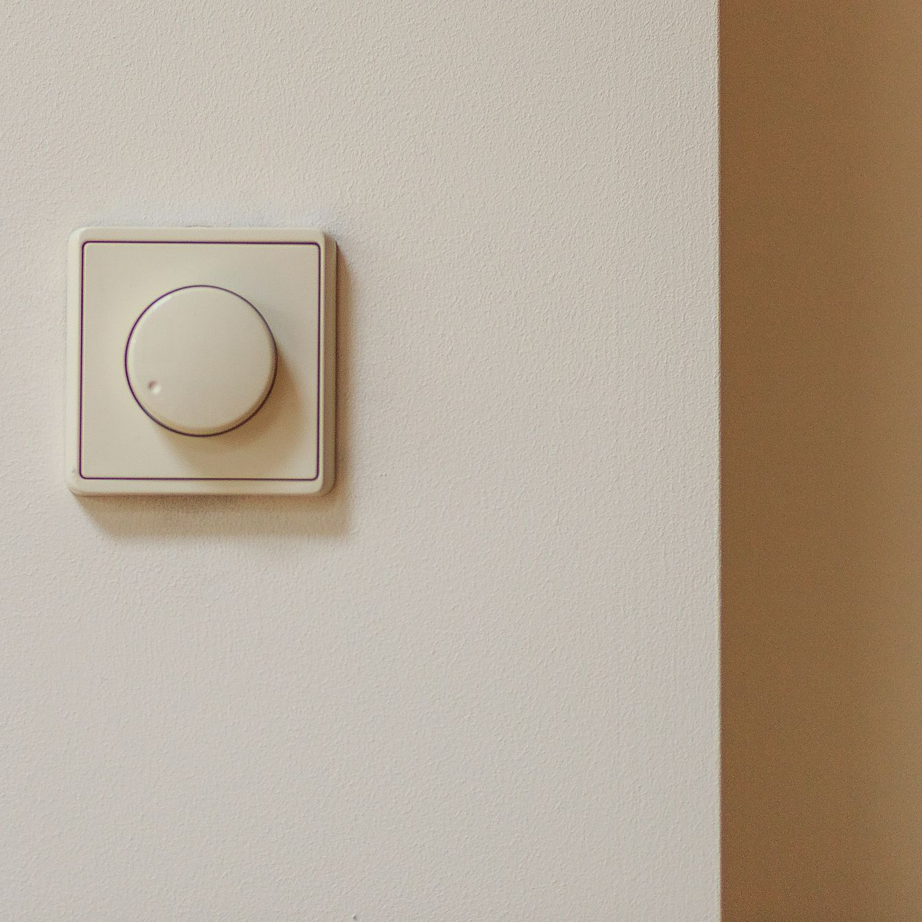 What Is a Rotary Dimmer Switch?  Way Dimmer Switch Wiring Diagram Light In The Middle on