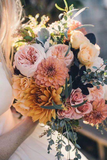 Mostaza y Blush Dahlia and Rose Bouquet