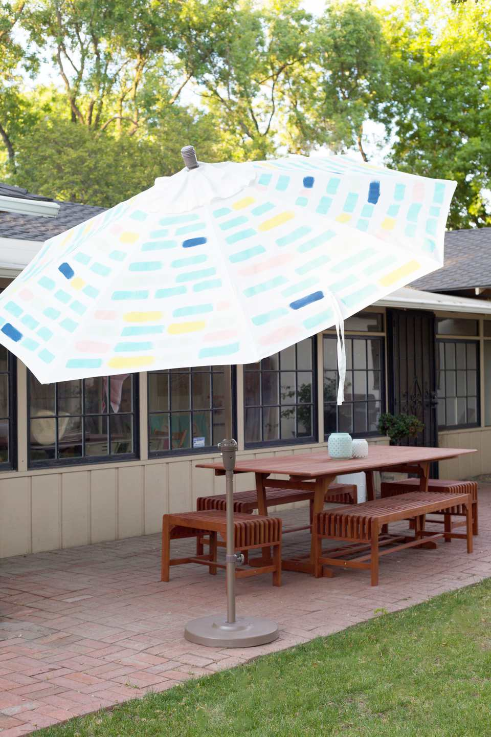 24 awesome backyard diy projects diy painted patio umbrella solutioingenieria Image collections