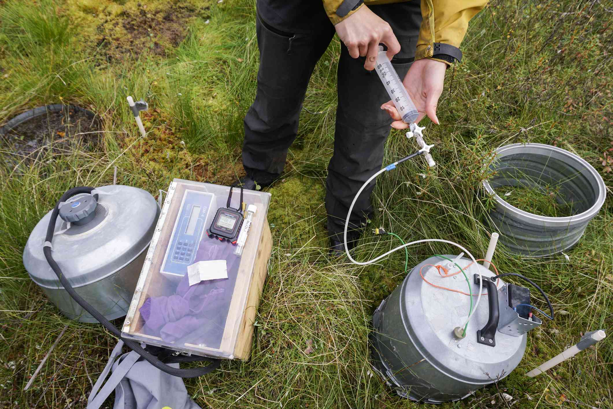 researcher measuring the CO2 emissions from peat