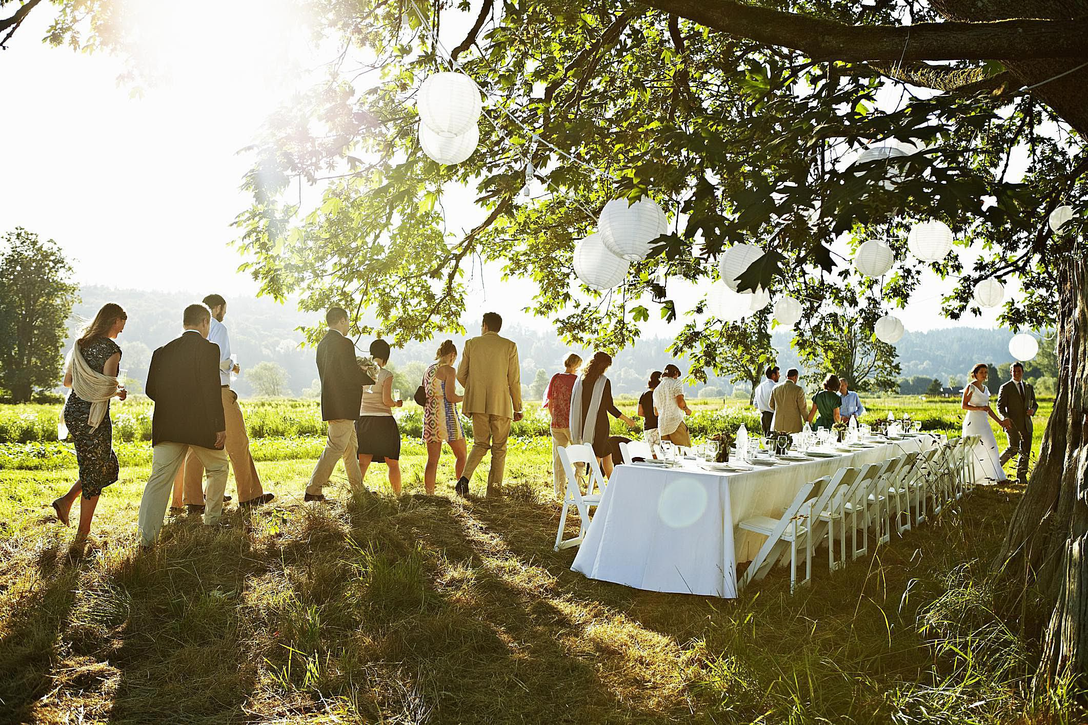 How To Decorate Your Outdoor Wedding: How To Decorate A Wedding On A Budget