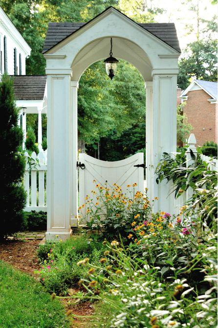 antiguo puerta de jardín antigua