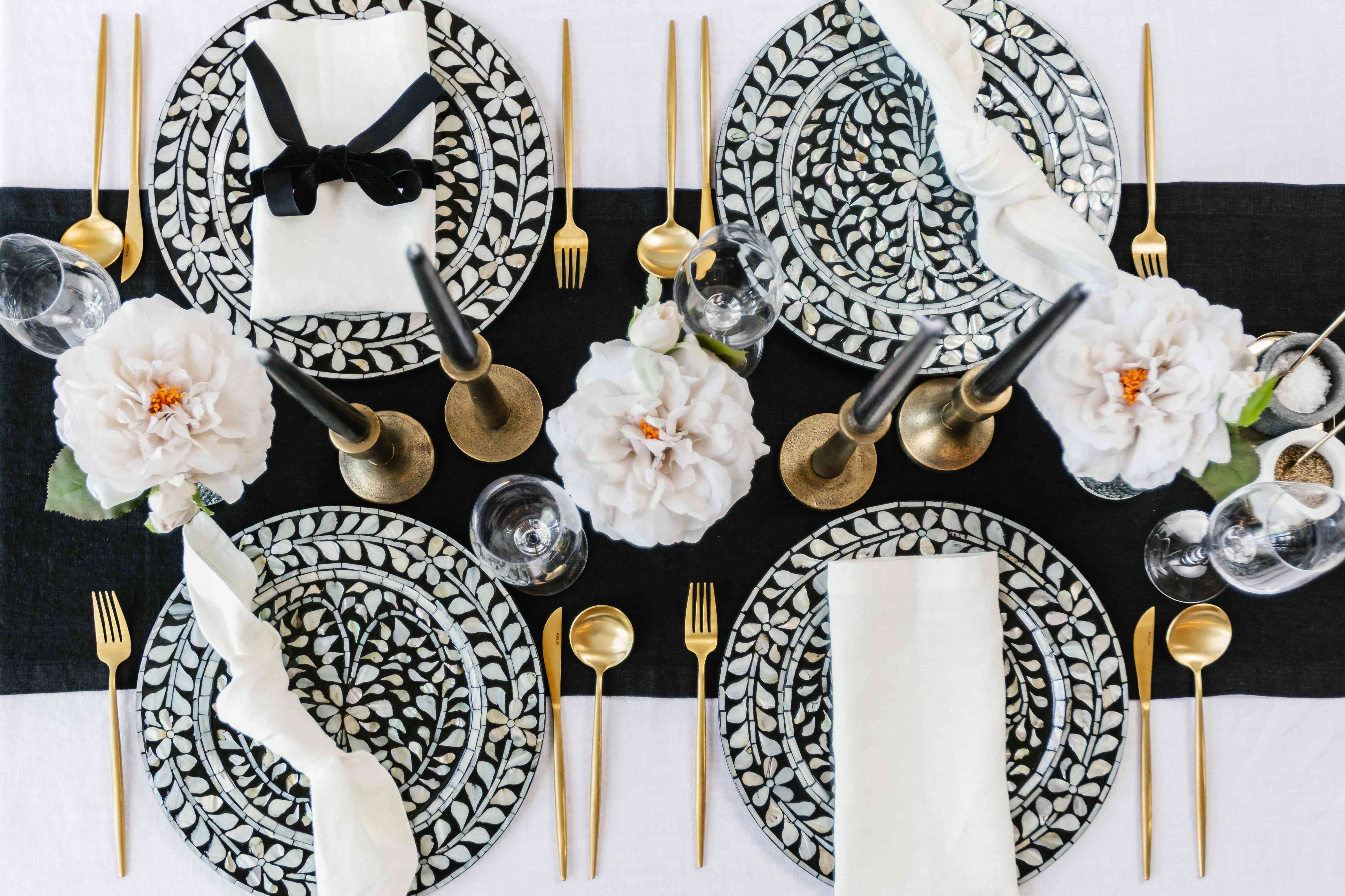 Fall tablescape in black and white tones